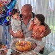 Dwayne Johnson et ses deux filles Tiana et Jasmine. Mai 2019.