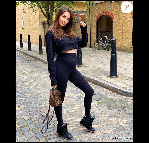 Nabilla, enceinte de son premier enfant, se dévoile en legging noir moulant son joli baby bump, le 30 mai 2019 à Londres.