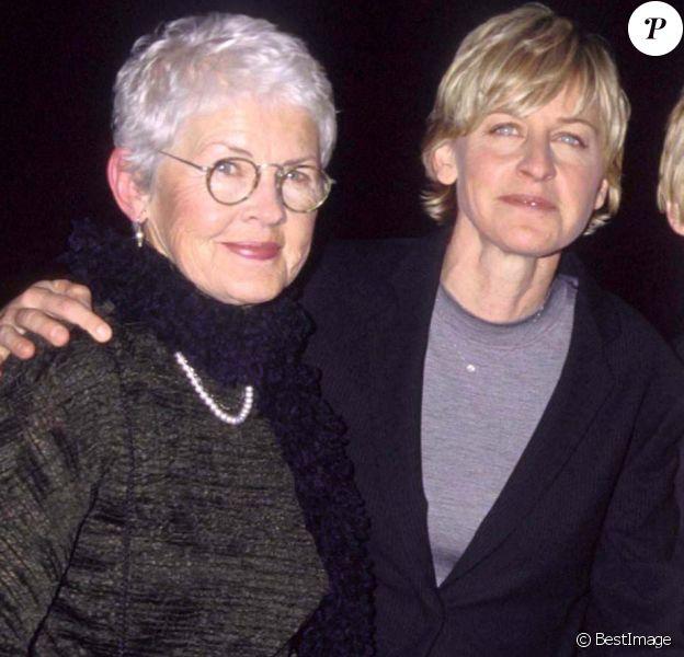 Ellen DeGeneres entre sa mère Betty et son ancienne compagne Anne Heche à Los Angeles, le 21 février 2000.