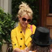 Britney Spears : pour se redonner la pêche, elle s'habille en... jaune poussin ! Whaou !