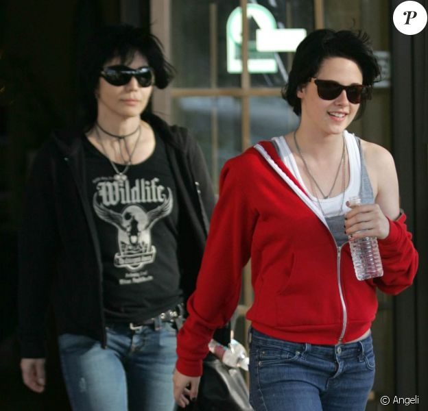 Kirsten Stewart et Joan Jett, à la sortie d'un hôtel de Burbank, le 18 juin 2009 !