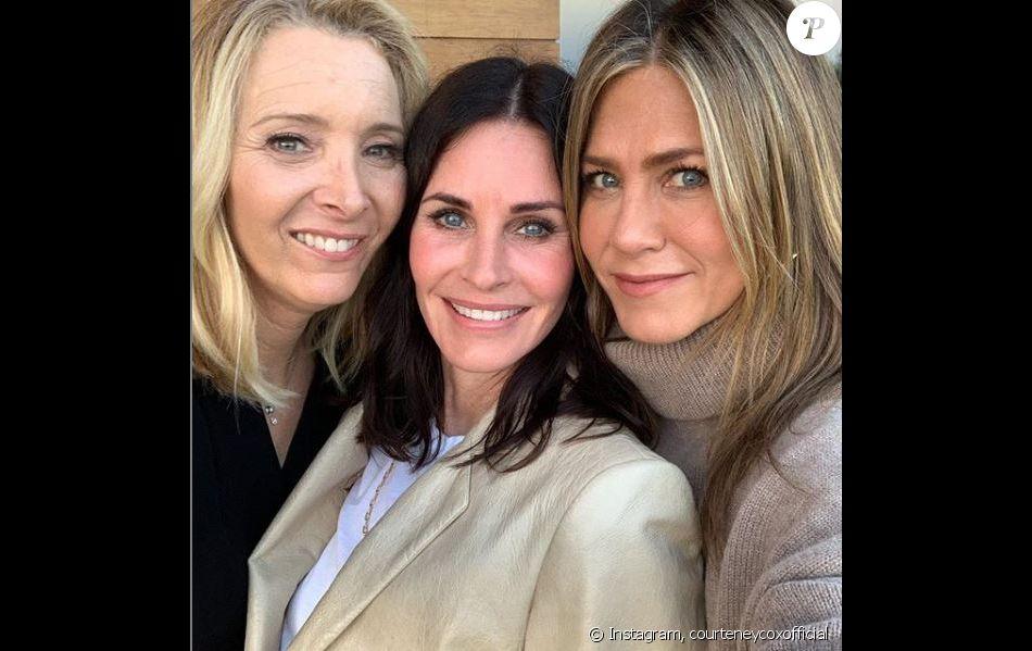 Jennifer Aniston et Lisa Kudrow réunies autour de Courteney Cox pour son anniversaire le 15 juin 2019.