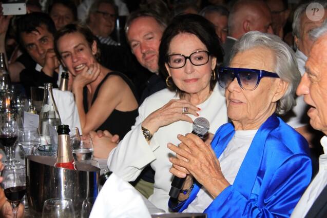 Nana Mouskouri, Michou - Michou fête son 88ème anniversaire dans son cabaret avec ses amis à Paris le 18 juin 2019. Son cabaret est reconnu dans le monde entier depuis les années 60. Toute sa carrière, ce célèbre Amiénois a chanté pour nous faire rire. Il sort un best of pour réunir toutes ses chansons. Il s'agit d'un nouveau disque de 23 titres racontant son parcours. © Philippe Baldini/Bestimage