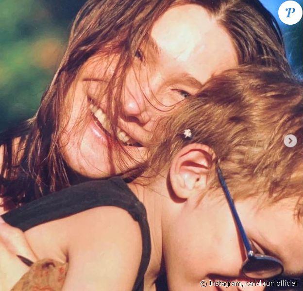 Carla Bruni-Sarkozy célèbre les 18 ans de son fils Aurélien sur Instagram avec un doux message et plusieurs photos personnelles. Le 20 juin 2019.
