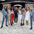 Le groupe Haim, Danielle Haim, Este Haim et Alana Haim, et Emma Stone posent avec les Spice Girls Emma Bunton, Mel B (Melanie Brown), Melanie C (Melanie Chisholm), Geri Horner (Geri Halliwell) avant le concert des Spice Girls dans le cadre de leur tournée Spice World UK au stade de Wembley à Londres, Royaume Uni, le 13 juin 2019.