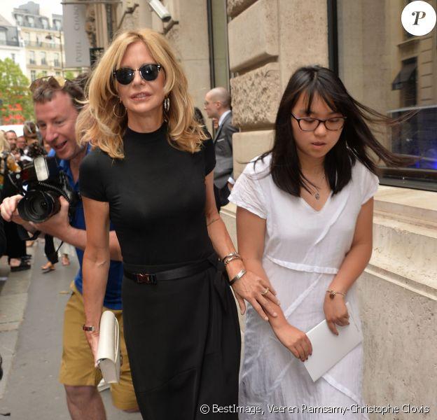 Meg Ryan et sa fille Daisy True Ryan arrivent au Pavillon Cambon Capucines pour assister au défilé Schiaparelli haute couture Automne-Hiver 2019/2020 à Paris le 1er juillet 2019. © Veeren Ramsamy-Christophe Clovis/Bestimage