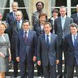 Nicolas Sarkozy entouré de son nouveau gouvernement