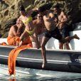 Kendall Jenner, Joan Smalls, Justine Skye et leurs amis s'éclatent en bateau au large de Mykonos, le 8 juillet 2019.