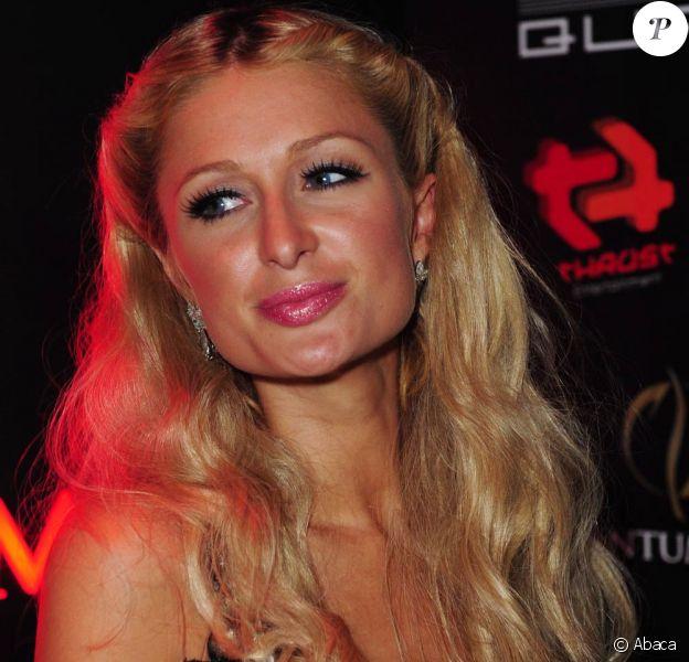 Paris Hilton, dans une boite de nuit de Dubai, a demandé au DJ de passer du Michael Jackson