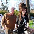 Amy Winehouse et son père Mitch arrivent au centre de désintoxication de Londres