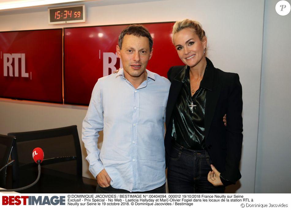"""Marc-Olivier Fogiel et Laeticia Hallyday dans les locaux de RTL. L'interview enregistrée de la veuve de Johnny a été diffusée samedi matin (20 octobre 2018) pour la promotion de l'album du rockeur """"Mon pays, c'est l'amour""""."""
