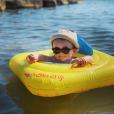 """Romy, la fille de Tiffany et Justin de """"Mariés au premier regard"""", à la mer, le 24 juillet 2019"""