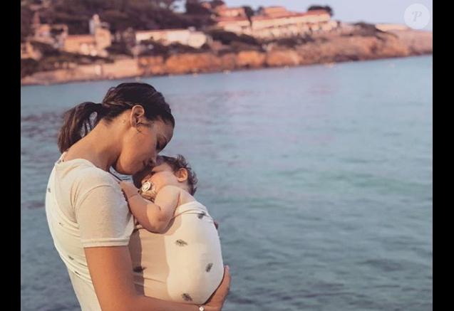 """Tiffany de """"Mariés au premier regard"""" et sa fille Romy, le 25 juillet 2019"""