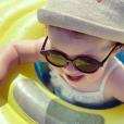 """Romy, la fille de Justin et Tiffany de """"Mariés au premier regard"""" à la plage, le 24 juillet 2019"""