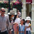 Exclusif - Jean Reno, sa femme Zofia Borucka, Jade et Joy Hallyday - Laeticia Hallyday et ses filles Jade et Joy à Disneyland Paris avec la nounou Sylviane, le 26 juin 2019. Elles sont venues passer 2 jours avec Jean Reno, sa femme Zofia Borucka et leurs enfants Cielo et Dean.