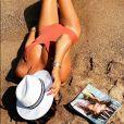 Karine Ferri s'affiche sensuelle et divine en maillot de bain à la plage, le 29 juillet 2019 sur Instagram.
