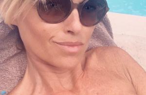 Cécile de Ménibus s'éclate seins nus en Corse