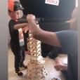 Tony Parker s'amuse avec ses deux enfants Josh et Liam (Août 2019).