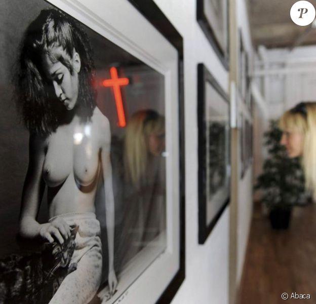 Exposition londonienne de clichés de Madonna, nue, alors qu'elle n'était âgée que de 20 ans. 1/07/09
