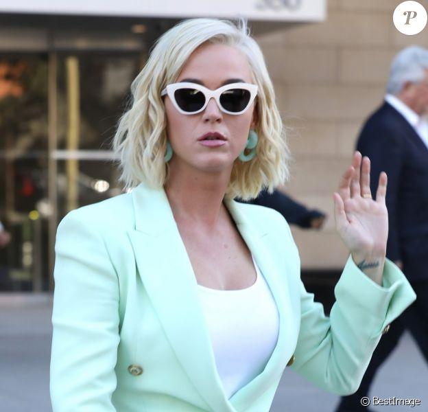 """Katy Perry à la sortie du tribunal où elle doit répondre d'accusations de plagiat, portée par Markus Gray (aka Flame) pour sa chanson """"Dark Horse"""" à Los Angeles, le 18 juillet 2019."""