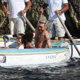 """Exclusif - Heidi Klum et son mari Tom Kaulitz se rendent au célèbre et étonnant site """"grotta Azzurra"""" (grotte bleue) de Capri, accessible uniquement par petits bateaux, le 5 août 2019 à Capri, Italie. En dépit des avertissements, Heidi, ses enfants Helene, Johan, Lou, Henry Samuel, son mari Tom Kaulitz, Bill Kaulitz n'ont pas manqué l'occasion de sauter dans l'eau de la grotte pendant la visite, alors que ceci est totalement interdit et l'amende pour cette infraction peut aller jusqu'à 6000€. A la sortie de la grotte, la police, probablement tenue au courant, prenait des photos du groupe visiblement très humide (Les preuves étaient des cheveux et un maillot de bain mouillé) !!!! . La police s'est disputé avec les marins des petits bateaux.0"""