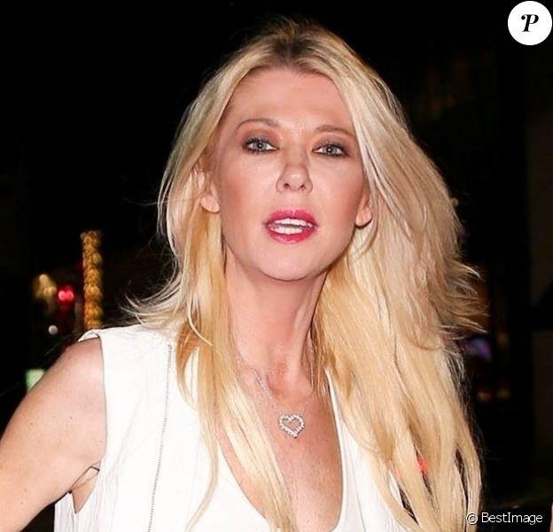 Tara Reid laisse entrevoir sa culotte à la descente d'une voiture chez Avra à Beverly Hills, le 19 août 2019.
