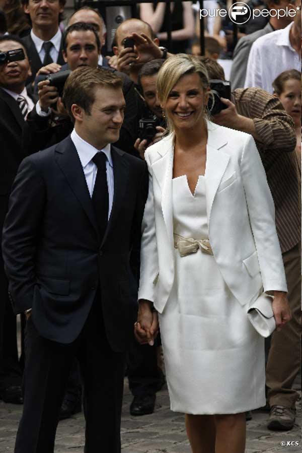 Laurence Ferrari et Renaud Capuçon quittent la mairie sous les flashs...