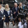 Le procès de Jeffrey Epstein se poursuivait à New York le 27 août 2019, plus de deux semaines après son suicide en prison. De nombreuses victimes de ses abus sexuels, dont Virginia Roberts, ont été entendues.