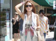 Lindsay Lohan a la tête dans les nuages et oublie elle aussi de mettre son pantalon...