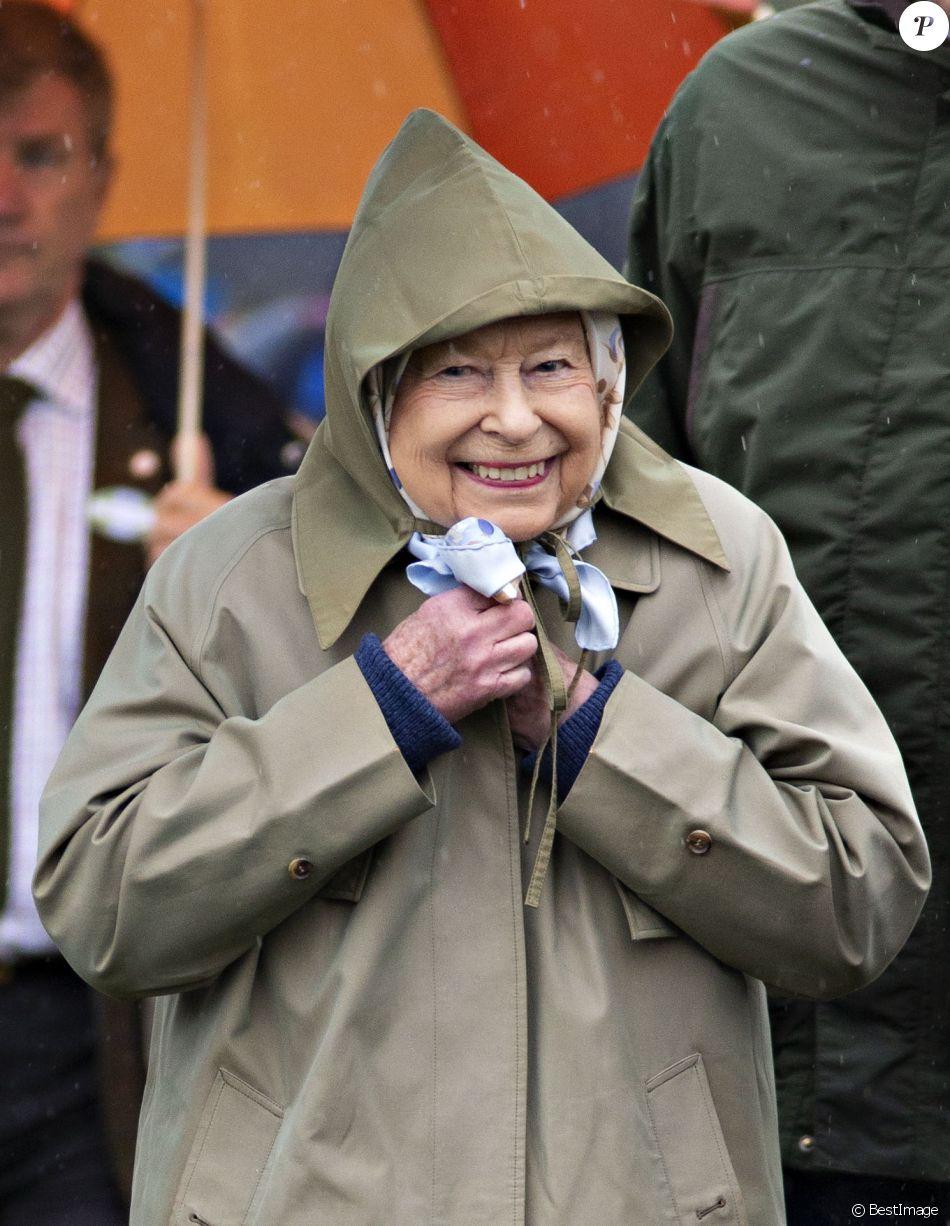 La reine Elizabeth II lors des courses au Royal Windsor Horse Show le 8 mai 2019.