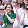 Kate Middleton, duchesse de Cambridge, et Meghan Markle, duchesse de Sussex, lors de la finale femmes de Wimbledon à Londres, le 13 juillet 2019.