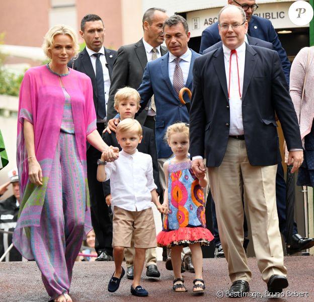 La Princesse Charlene de Monaco, le prince héréditaire Jacques, la princesse Gabriella et le prince Albert II de Monaco durant le traditionnel Pique-nique des monégasques au parc princesse Antoinette à Monaco le 6 septembre 2019. Cette année, l'événement a du être légérement raccourci à cause de la pluie, la famille princière était entourée par Monseigneur Barsi, le maire de Monaco M. Georges Marsan, par leurs cousins Jean-Léonard de Massy, son fils Melchior et Mélanie De Massy. © Bruno Bebert / PRM / Bestimage