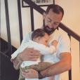 """Romy avec son papa Justin, ancien candidat de """"Mariés au premier regard"""", le 16 juin 2019"""