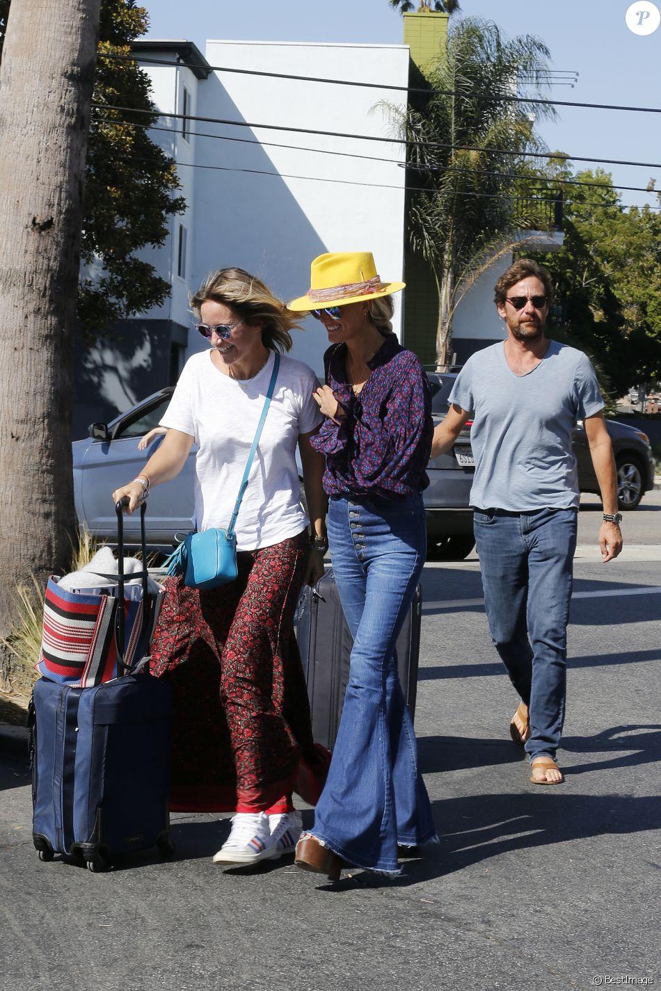 Laeticia Hallyday et son compagnon Pascal Balland ressortent du restaurant de sushi avec Marine, l'ex-femme de Pascal Balland, à Los Angeles, avant d'aller chercher leurs filles à l'école. Le 13 septembre 2019