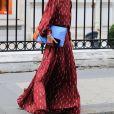 Laeticia Hallyday sort de chez son avocat Avenue Montaigne avec un dossier à la main à Paris, le 23 septembre 2019.