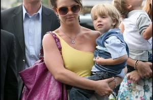 Britney Spears a quitté Paris et continue de faire son cirque... ses deux bambins sont épuisés !