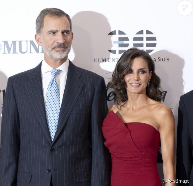 """Le roi Felipe VI et la reine Letizia d'Espagne assistent au 30ème anniversaire du quotidien """"El Mundo"""" à l'hôtel Westin Palace à Madrid le 1er octobre 2019."""
