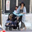 Exclusif - Blake Lively enceinte et ses enfants Inez Reynolds, James Reynolds se promènent avec ses enfants pendant que son mari R.Reynolds est sur le tournage de Free Guy. Boston, le 28 juin 2019.