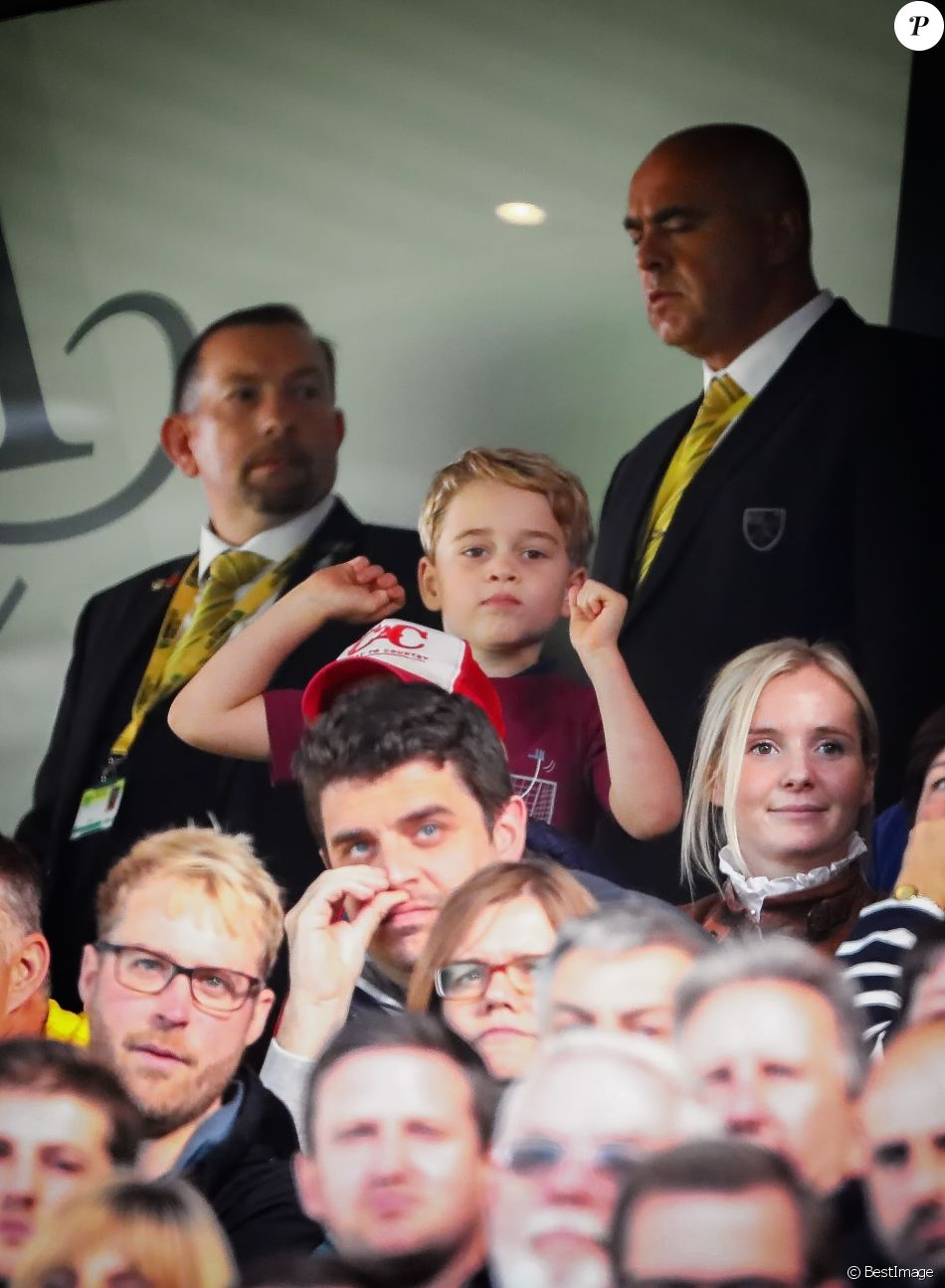 Le prince William, duc de Cambridge, Catherine (Kate) Middleton, duchesse de Cambridge et leurs enfants, le prince George et la princesse Charlotte, assistent à un match de Premier League opposant Norwich City à Aston Villa au stade Carrow Road, à Norwich, Royaume Uni, le 5 octobre 2019. Aston Villa a gagné 5-1.