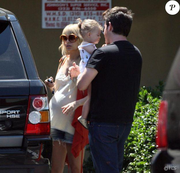 Nicole Richie, enceinte, et Harlow sont à Hollywood avec un ami. 07/06/09