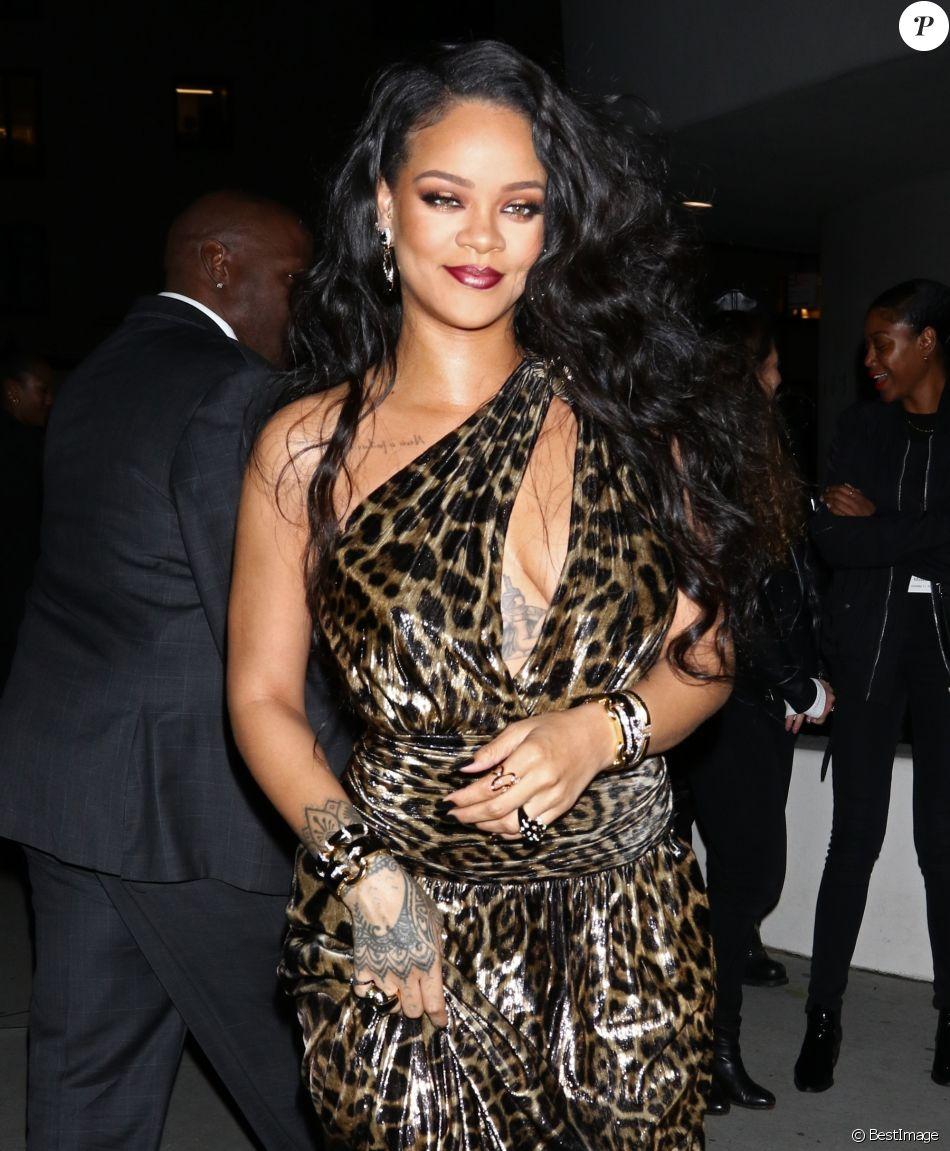 Rihanna Panthere Sensuelle En Robe Decolletee Pour Lancer