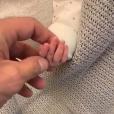 Nabilla et Thomas s'occupent de leur bébé Milann à la maternité le 13 octobre 2019.