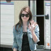 La délicieuse Emma Roberts est juste craquante... en tournage avec sa tata Julia !