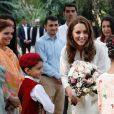 Le prince William, duc de Cambridge, et Catherine (Kate) Middleton, duchesse de Cambridge visitent l'école 'SOS Children's Village' à Lahore au Pakistan, le 17 octobre 2019.