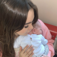 Nabilla Benattia fait un câlin à son fils Milann, Snapchat, octobre 2019