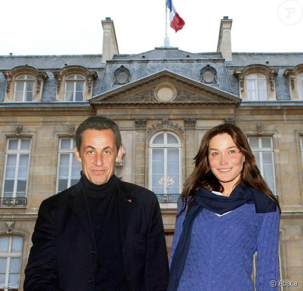 Photo-montage de Nicolas Sarkozy et Carla Bruni devant l'Elysée