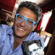 """Exclusif - L'homme d'affaires, antiquaire et co-animateur de l'émission """"Affaire conclue"""" sur France 2, Julien Cohen dédicace son livre """" La vie est un jeu """" à """" la chope """" des puces de Saint Ouen le 16 juin 2019."""