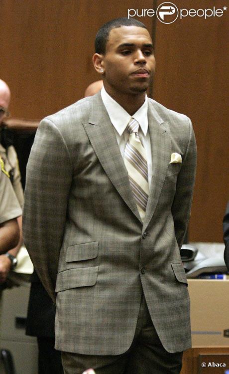 Chris Brown écoutant sa condamnation devant le tribunal de Los Angeles le 22 juin 2009