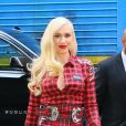 Gwen Stefani en total look à carreaux rouges et bottes western blanches à la sortie de Sirius radio à New York, le 23 septembre 2019