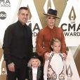 Pink, son mari Carey Hart et leurs deux enfants, Jameson et Willow, assistent à la 53ème édition des CMA Awards à Nashville dans le Tennessee, le 13 novembre 2019.